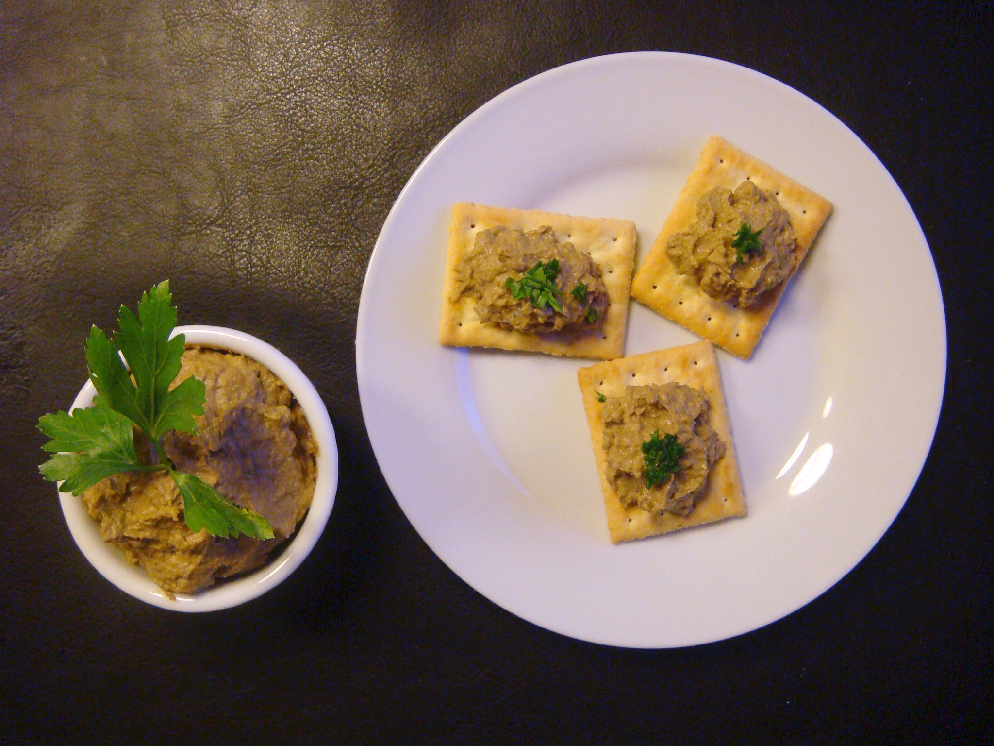 Beef liver pâté with crackers and a hint of parsley